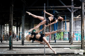 Pole Art Magazine Double Supergirl